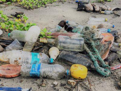 Kertakäyttömuovi merien roskaantumisessa